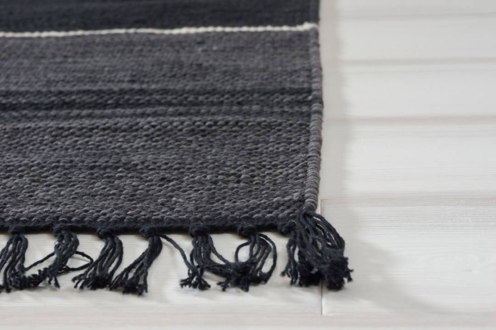 Herrgård svart  160x230